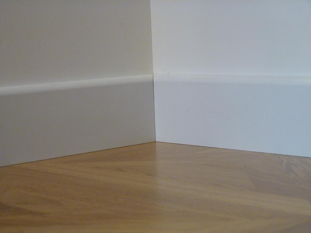 plinthe rev tue blanc pr te peindre parquet satin. Black Bedroom Furniture Sets. Home Design Ideas