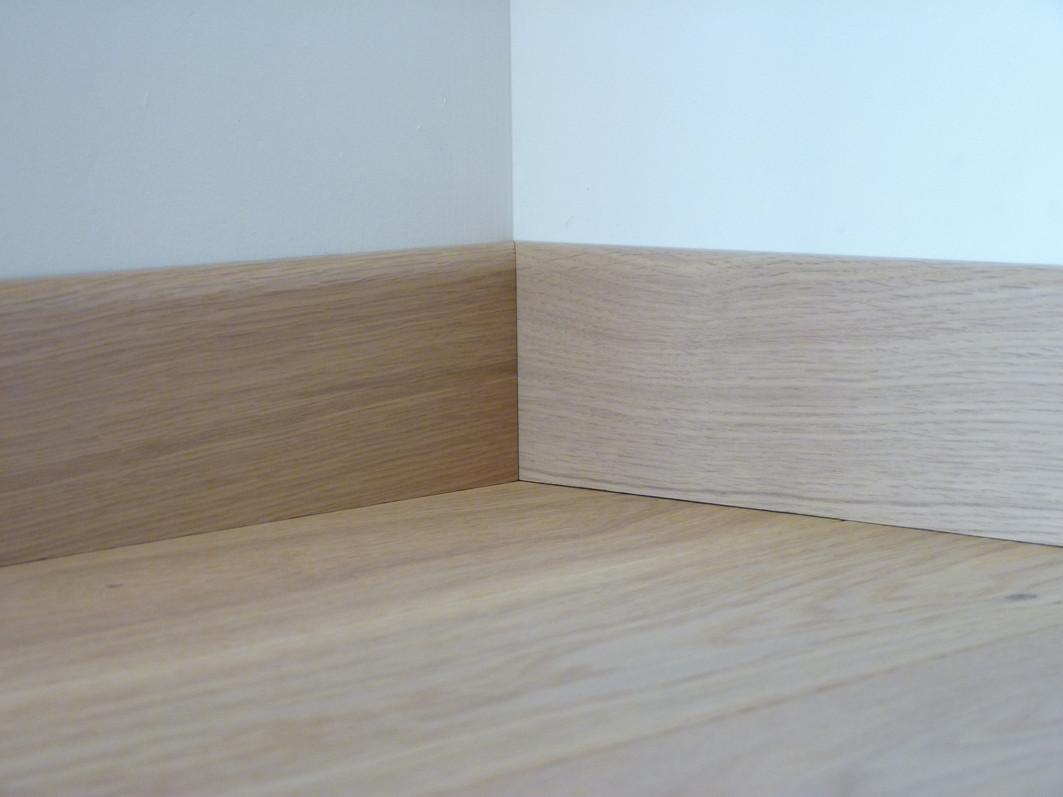 plinthe plaqu e vernie ch ne parquet linen. Black Bedroom Furniture Sets. Home Design Ideas