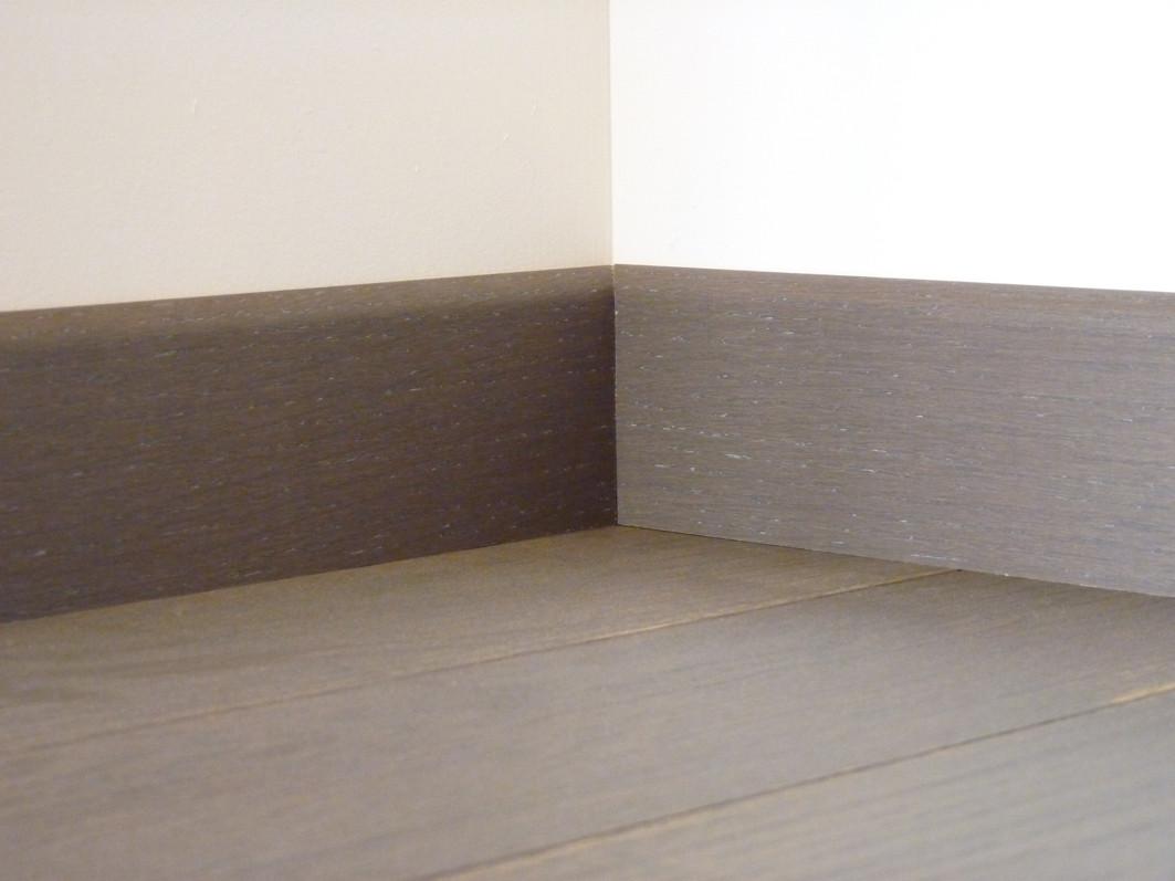 plinthe plaqu e vernie ch ne parquet schiste. Black Bedroom Furniture Sets. Home Design Ideas